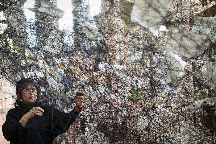 Kunstinstallation Lost Words: Am wollenen Faden