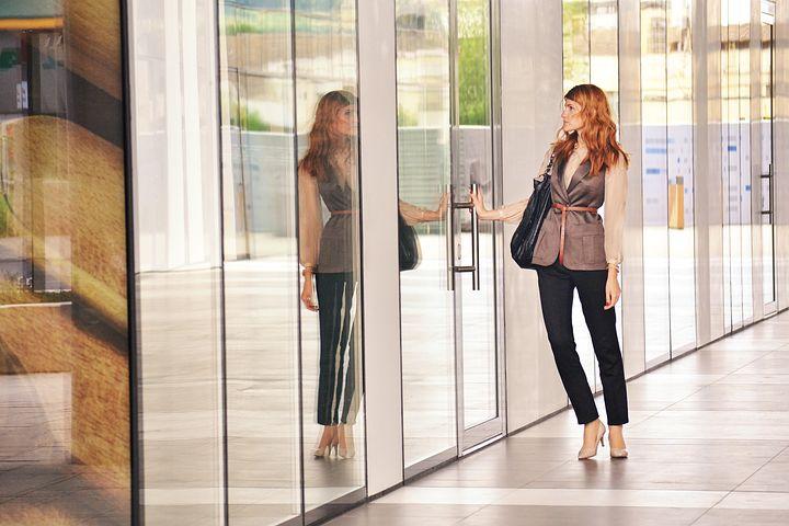Business-Knigge: Diese Kleiderregeln gelten für Ihr Sommeroutfit im Büro