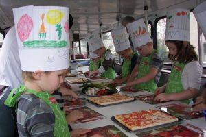 Im Food-Truck lernen die Kinder vieles über Ernährung