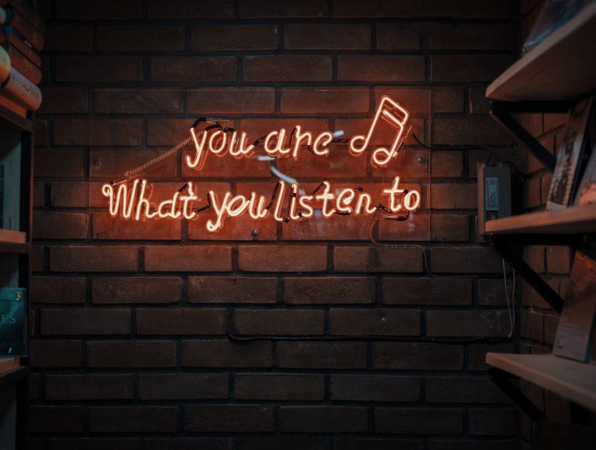 Ohren auf: Die drei meistgestreamten Podcasts