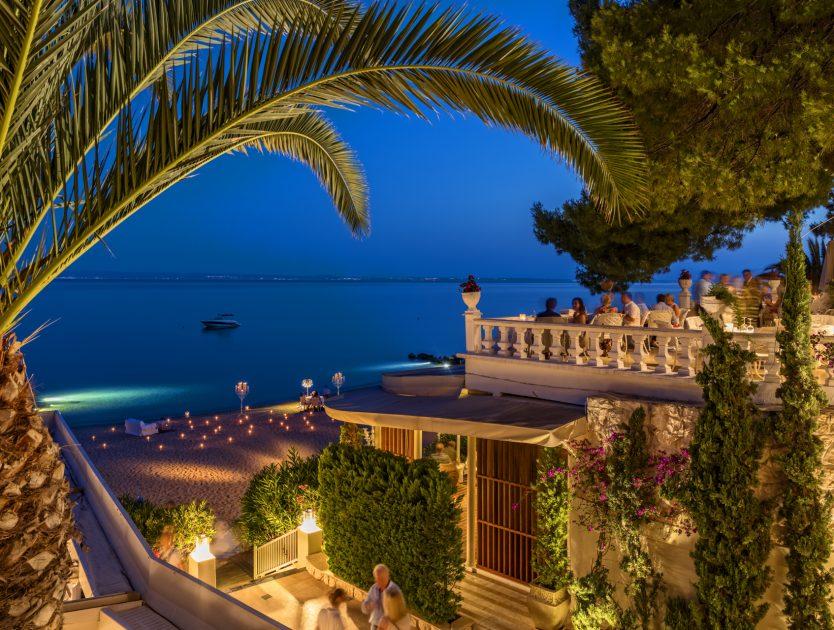 Luxus-Strandhotel mit Blick auf die Ägäis